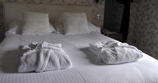 La importancia del albornoz y las zapatillas en los hoteles